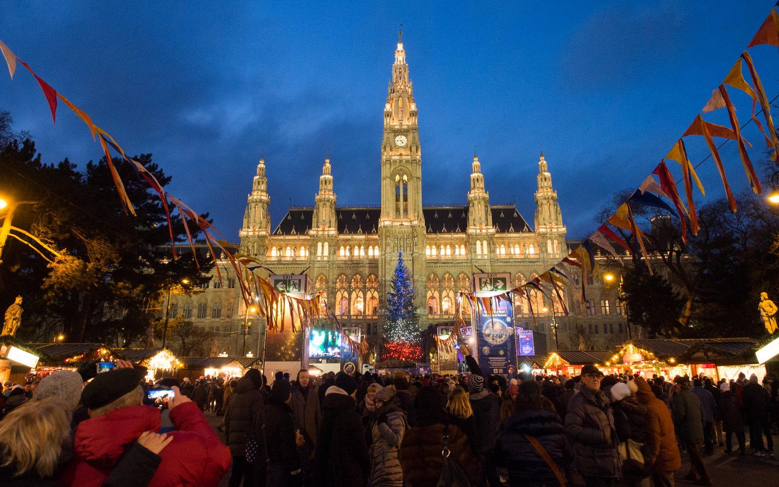 Cena di capodanno sul Danubio a Vienna