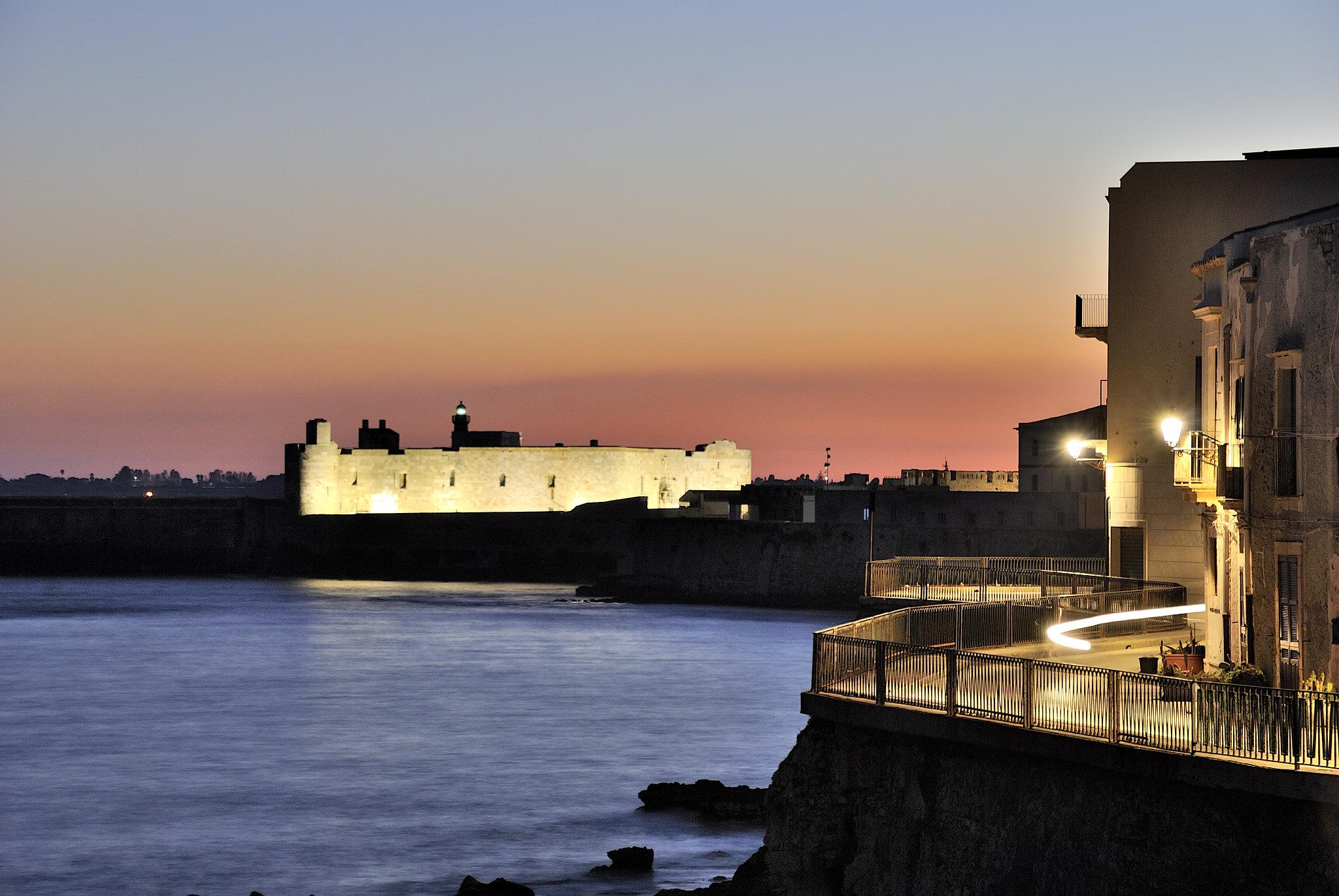 Castello Maniace di sera
