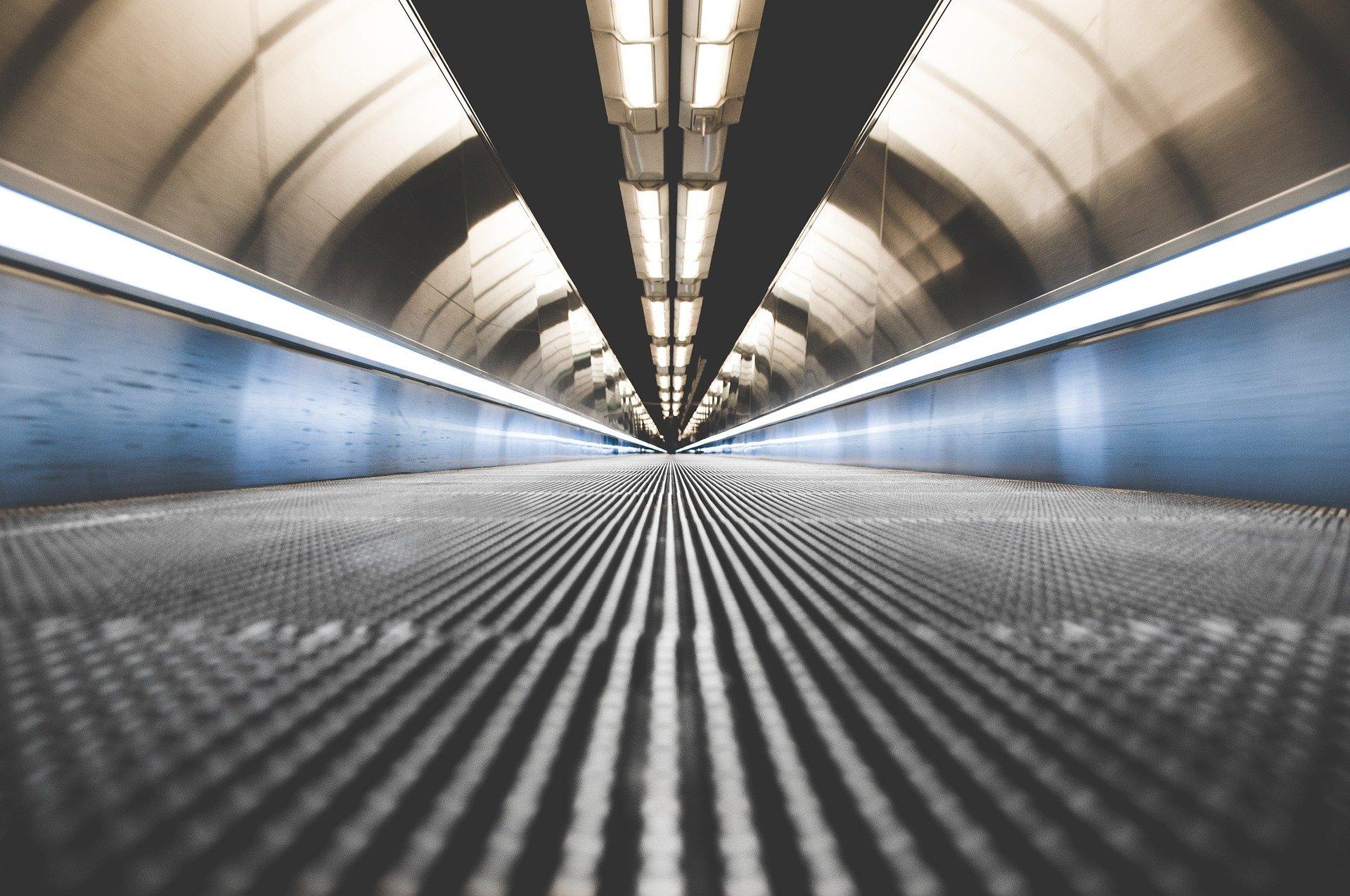 Bari tunnel luminoso: