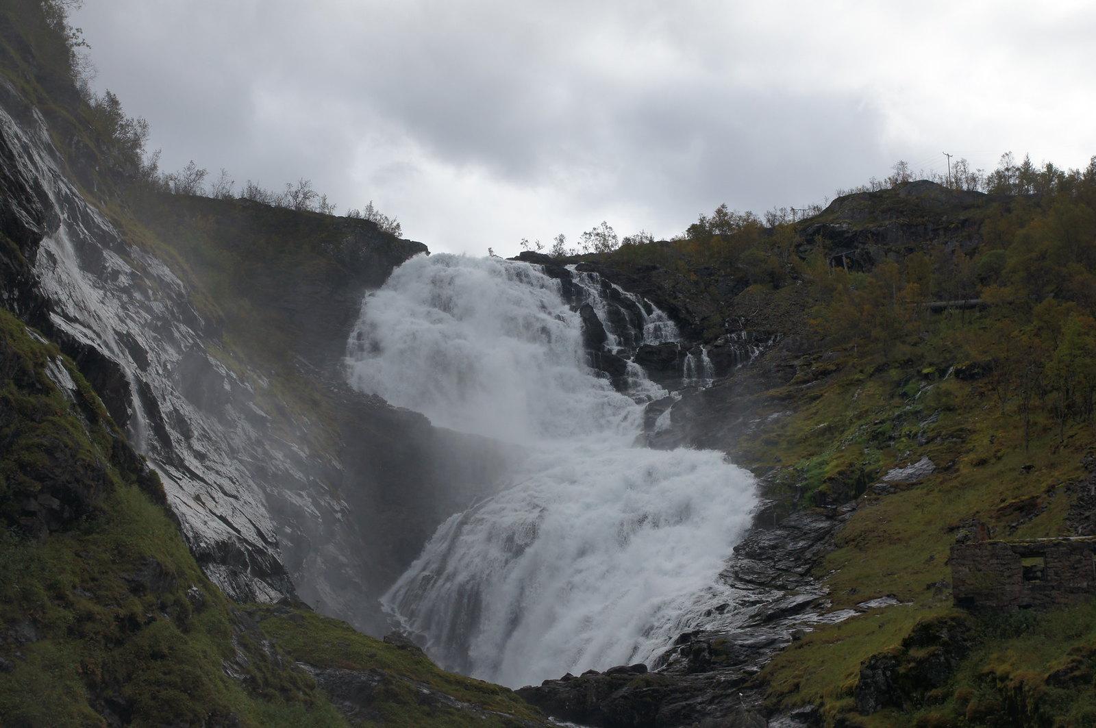 cascata di Kjosfossen