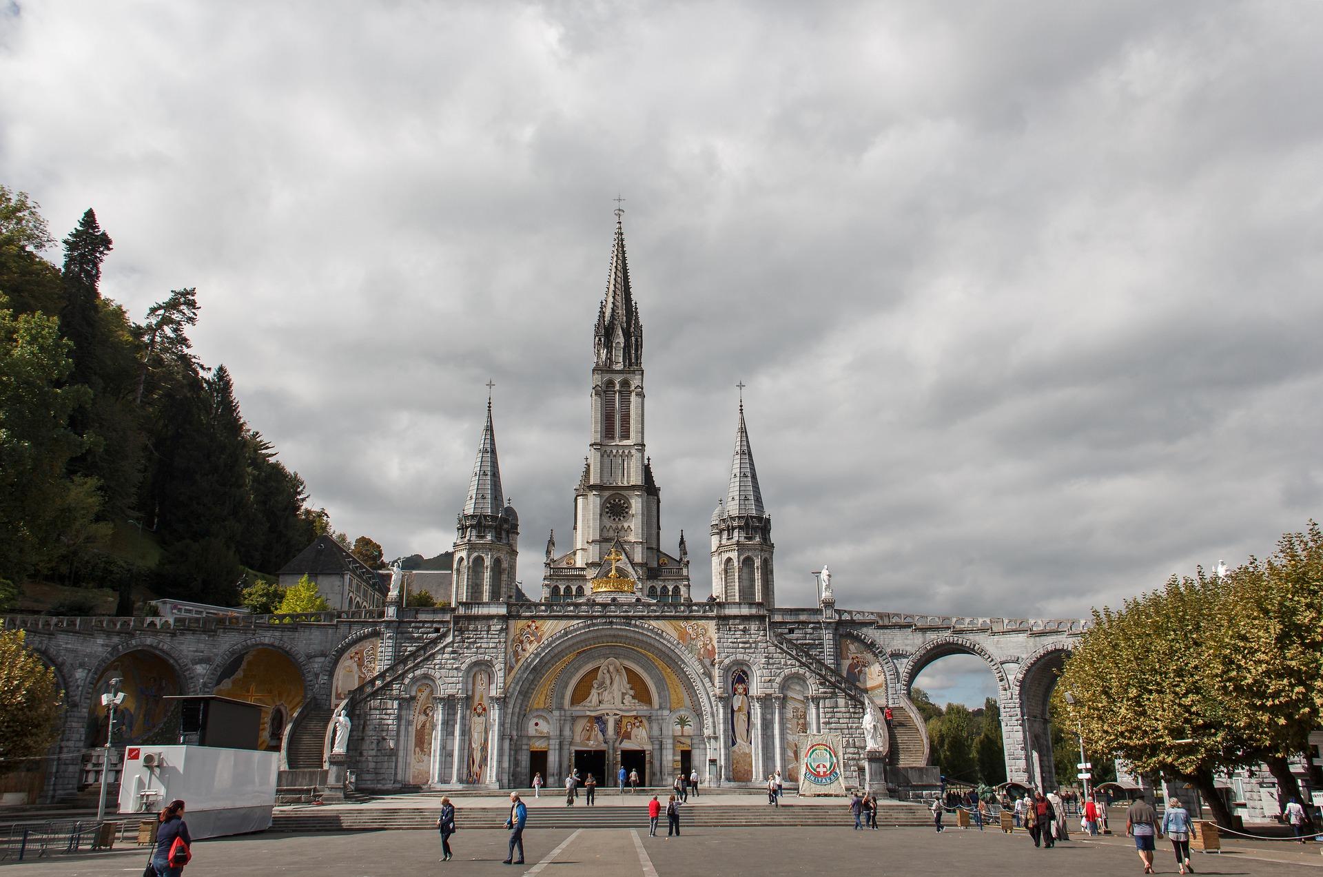 Calendario pellegrinaggi Lourdes 2020: le date