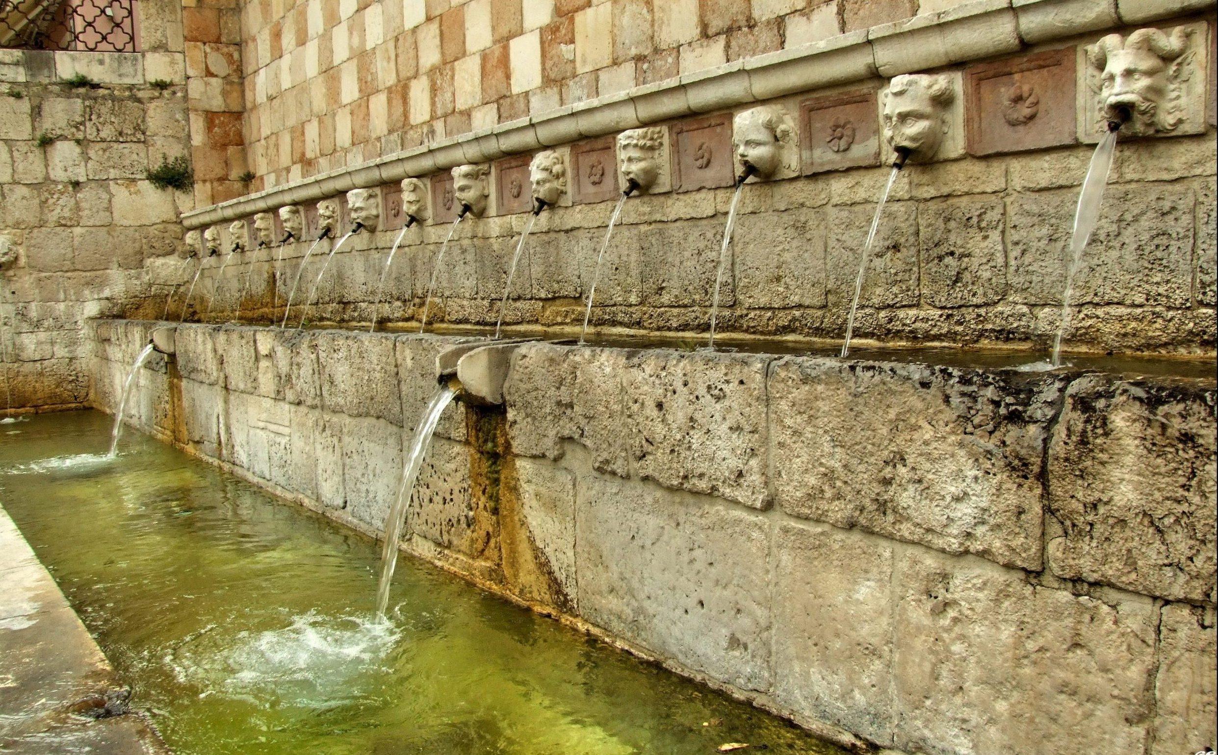 Fontana delle 99 Cannelle a l'Aquila la sua leggenda