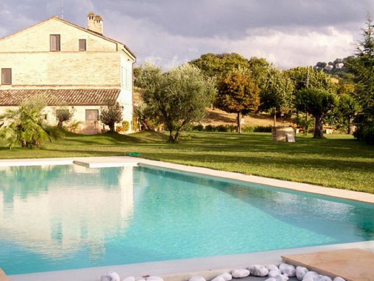 Affitto villa con piscina marche