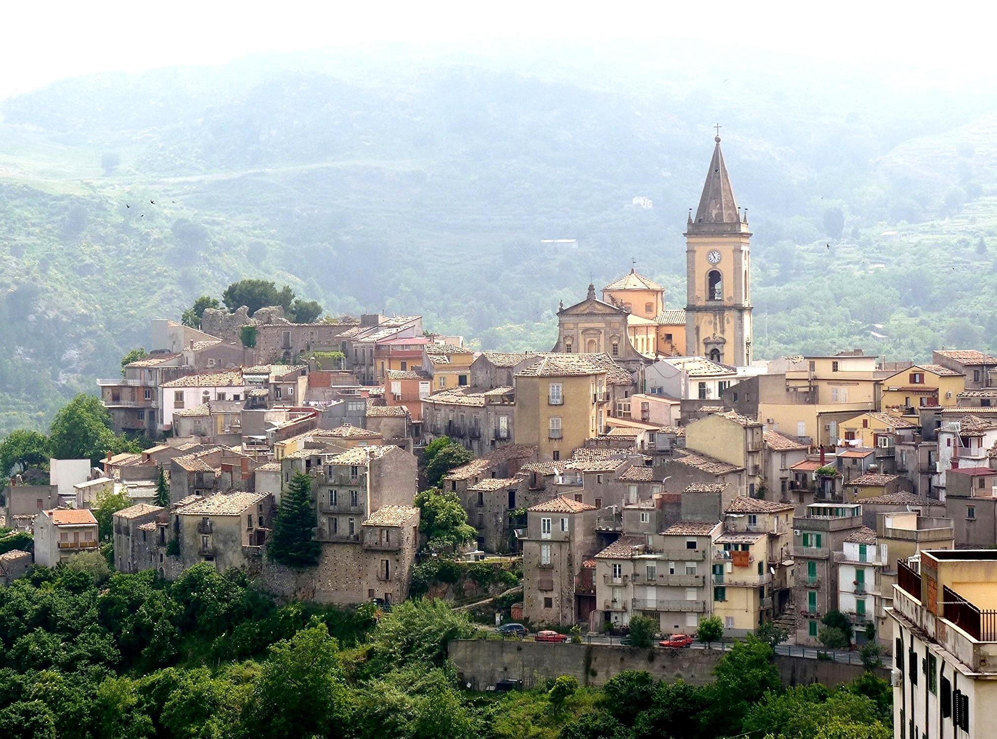 novara di sicilia borgo di pietra