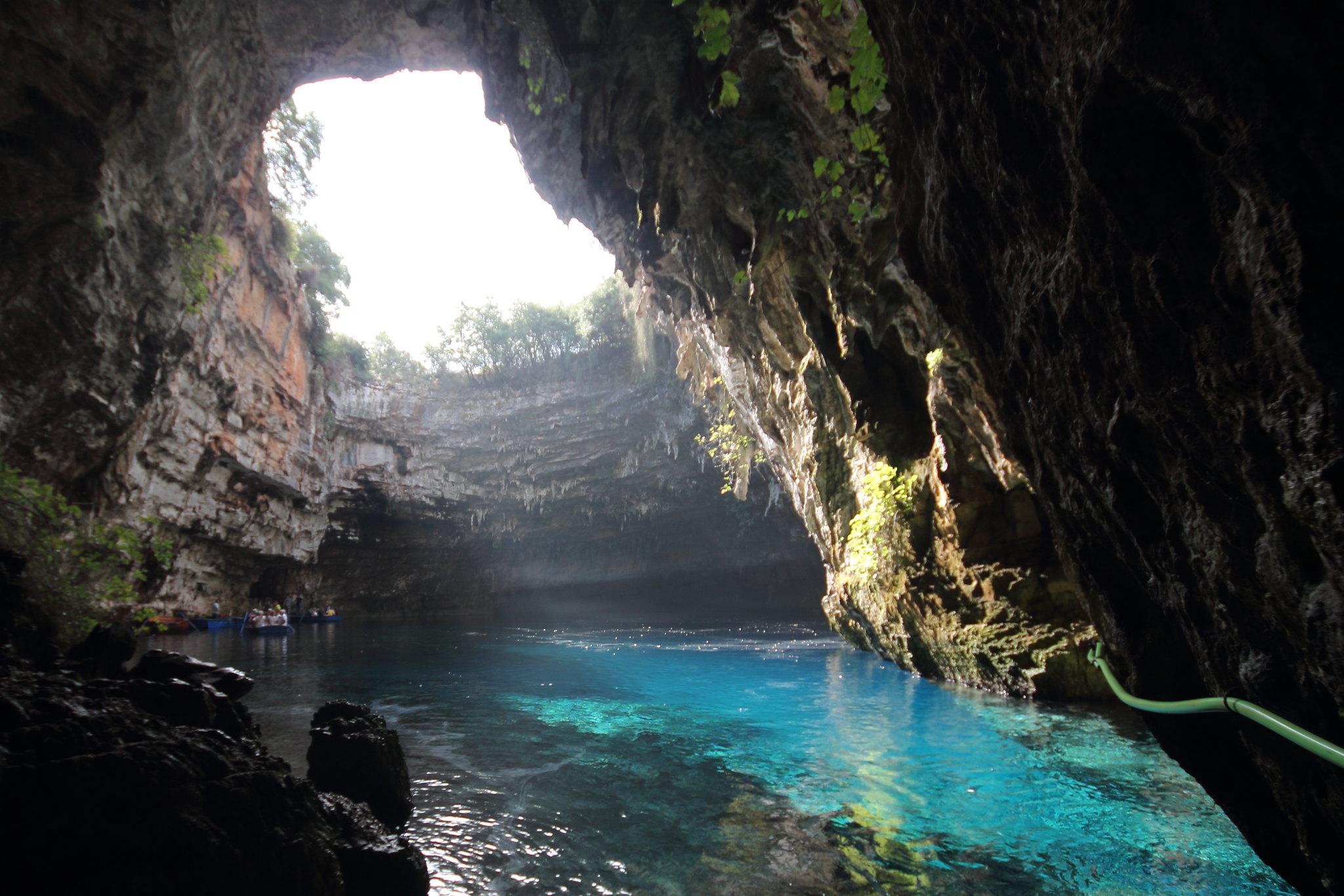 grotta di melissani, grecia