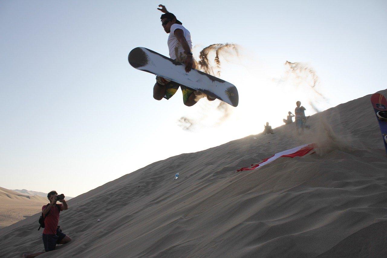sandboarding peru huacachina