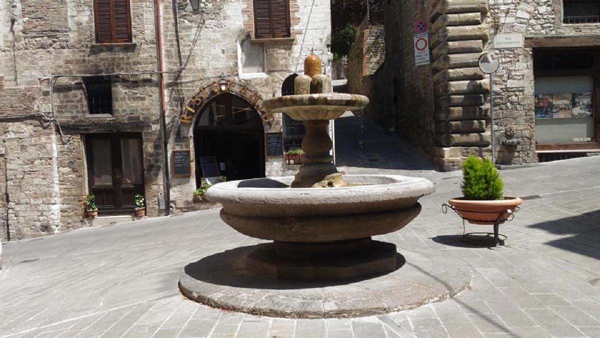 fontana dei matti gubbio