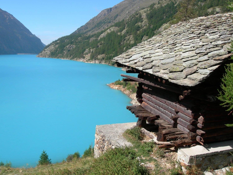 Lago di Place Moulin sentiero
