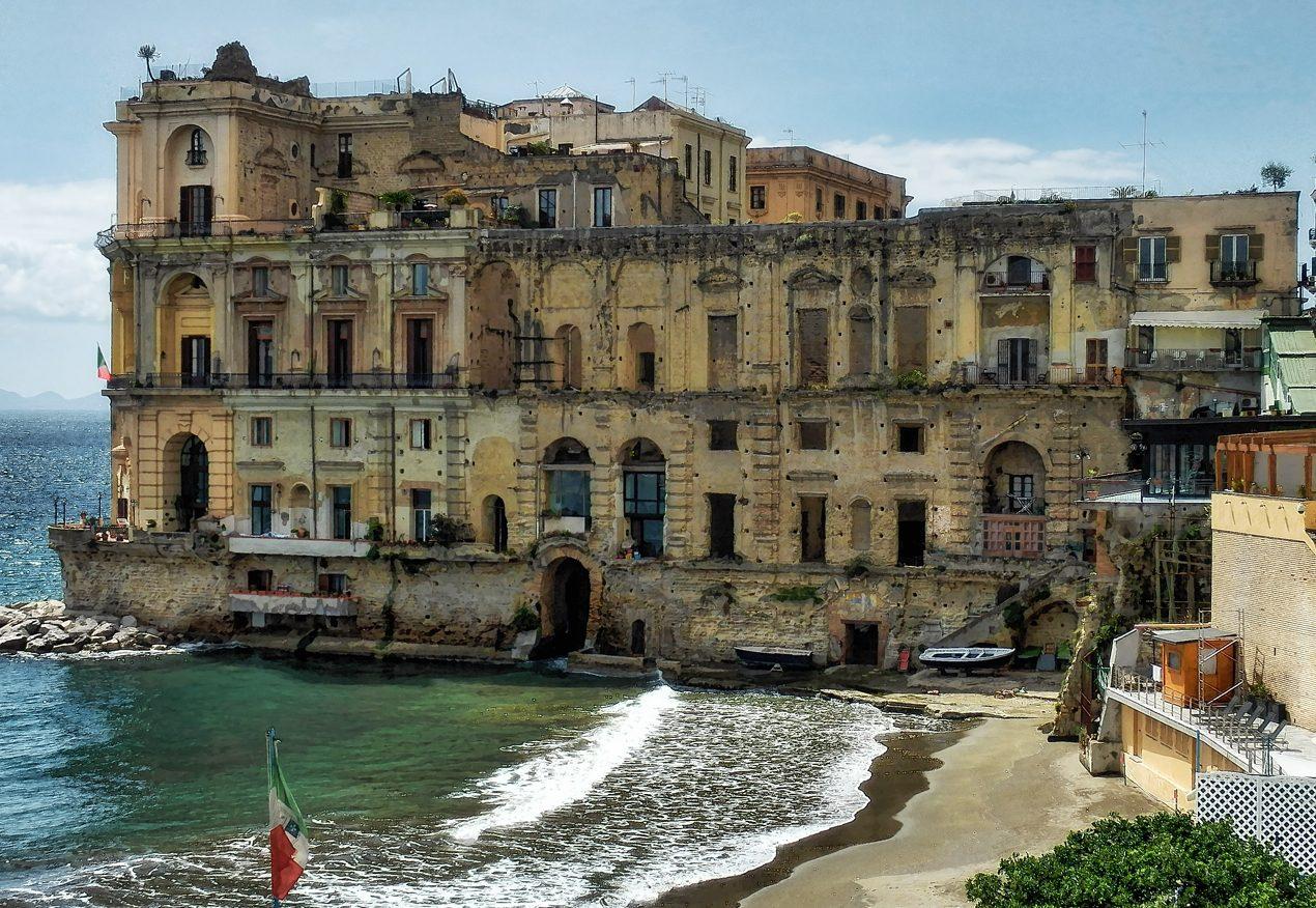 palazzo donn'anna posillipo