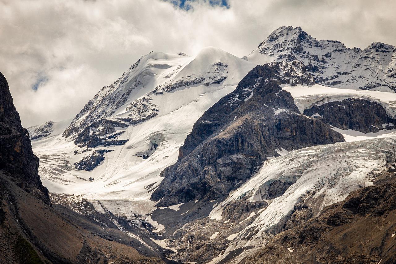 sciare sul ghiacciaio in estate