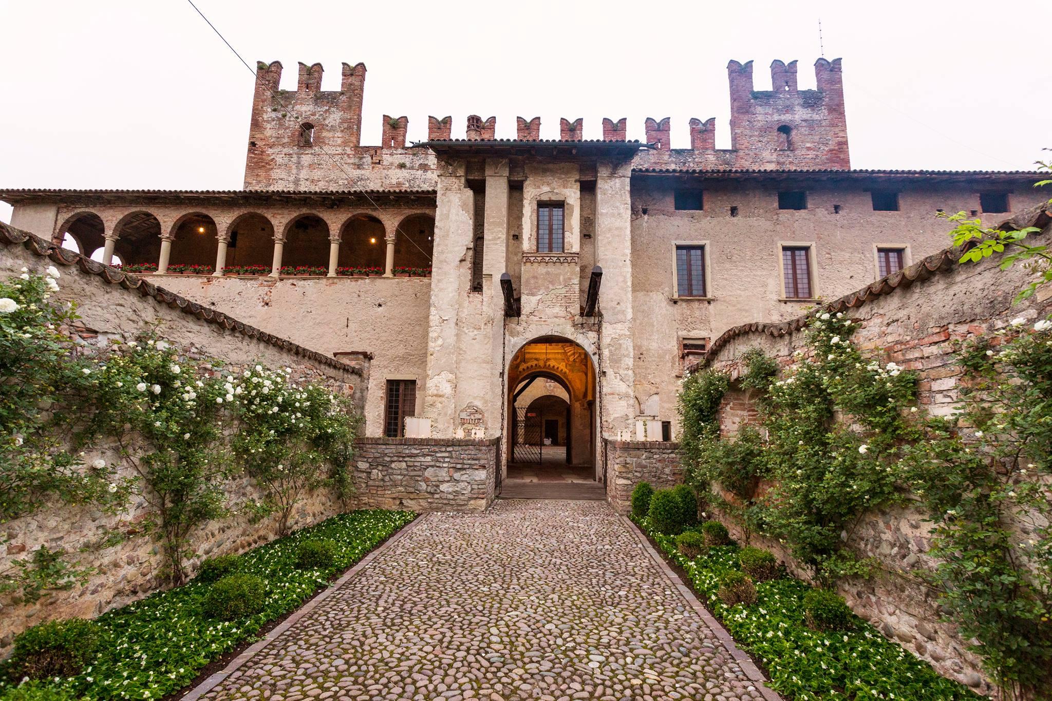 castello di malpaga affreschi