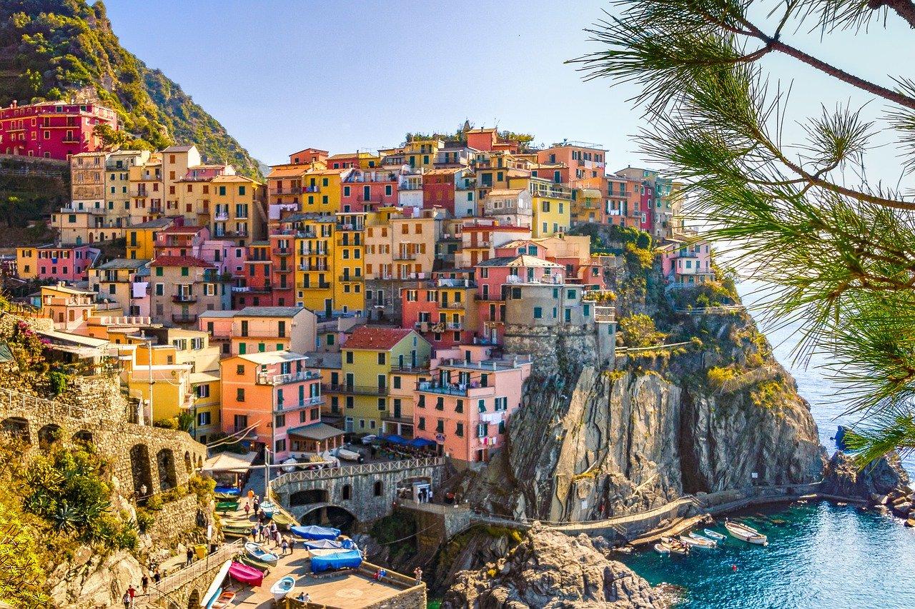 città con case colorate italia