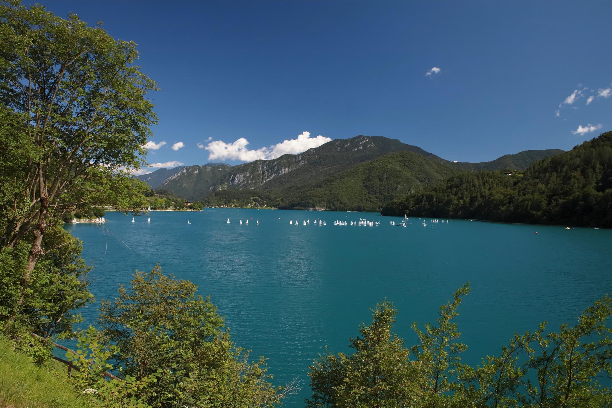 lago di ledro balneabile