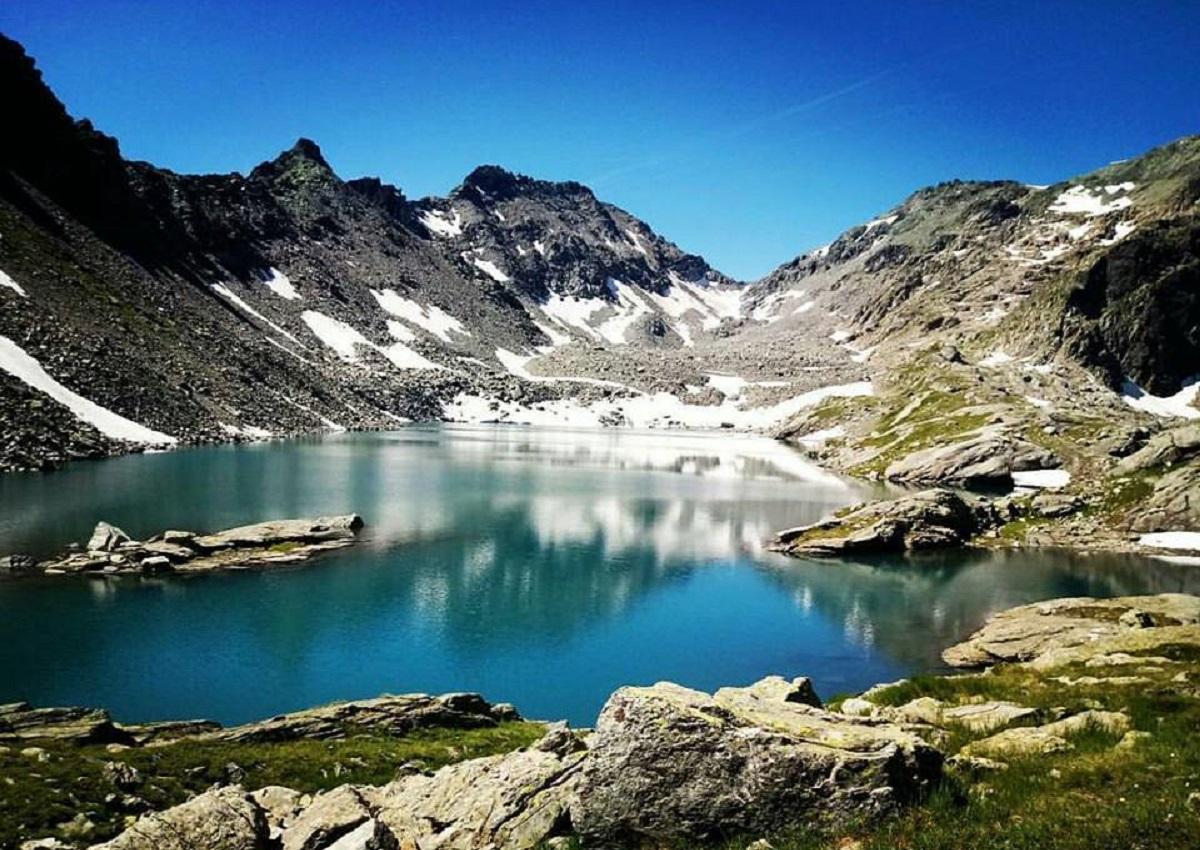 lago di pietra rossa sentiero