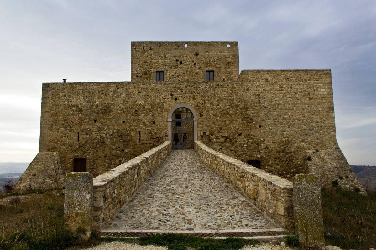 castello di monteserico genzano di lucania