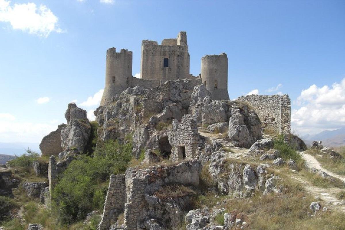 castello ladyhawke abruzzo