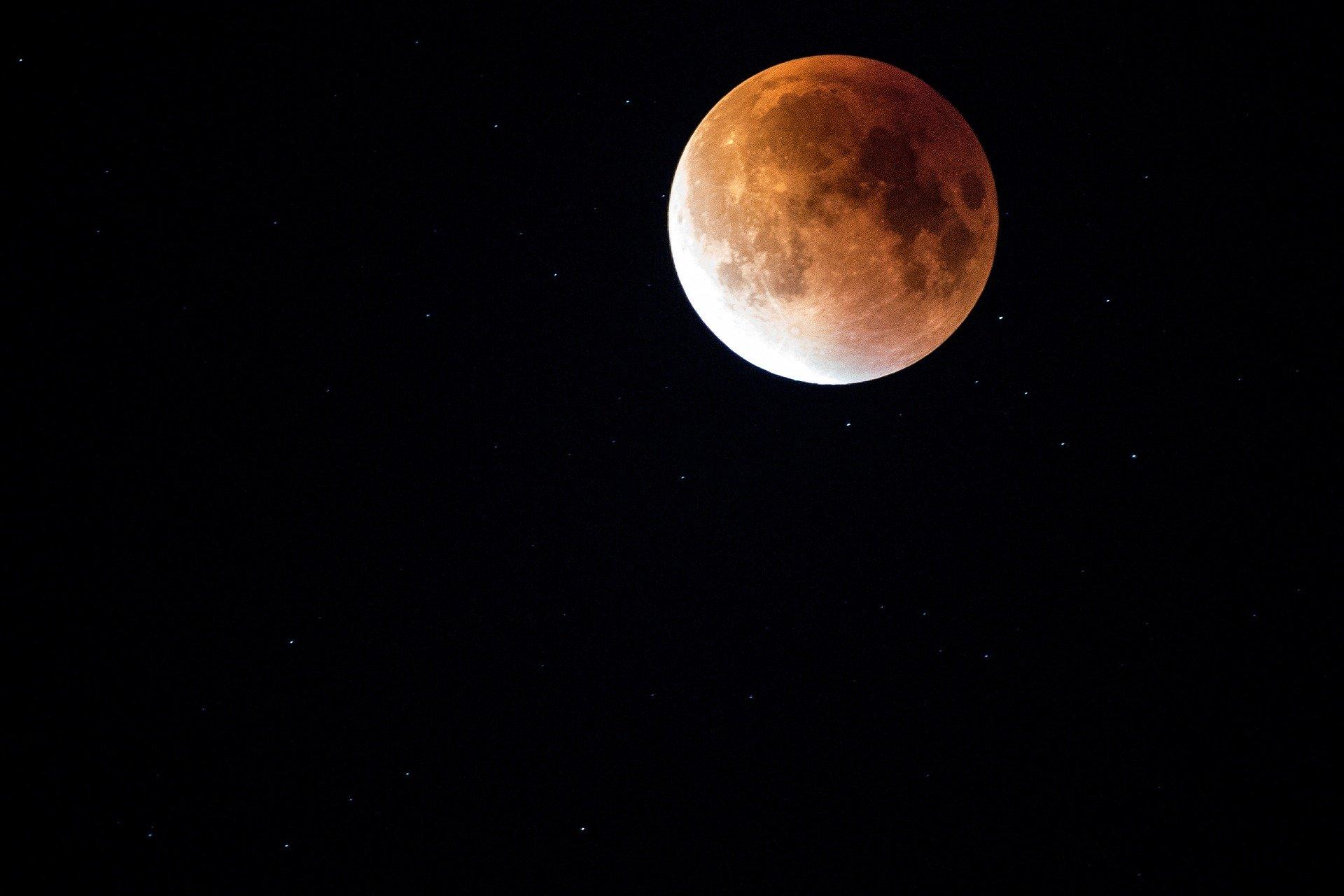 eclissi di luna 2021