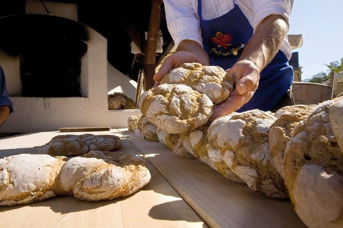 mercato del pane e dello strudel bressanone