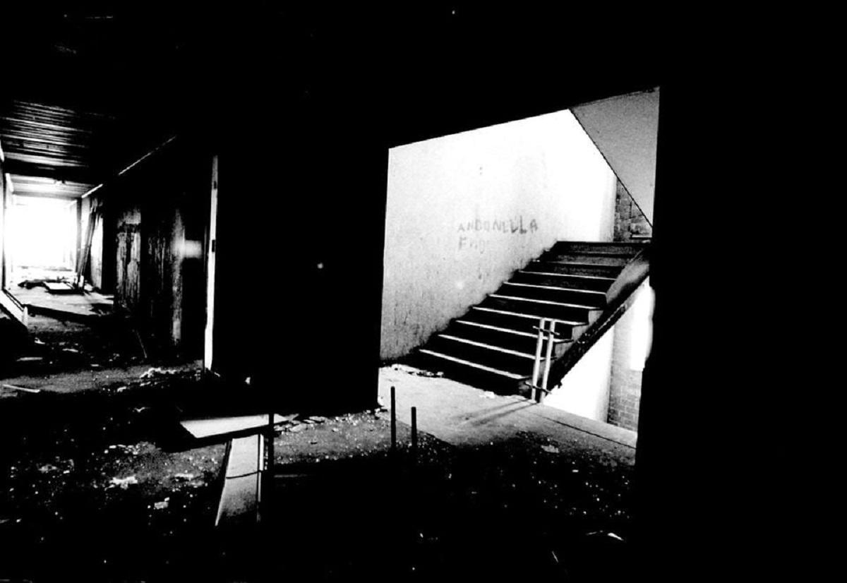 palazzo abbandonato mondragonepalazzo abbandonato mondragone