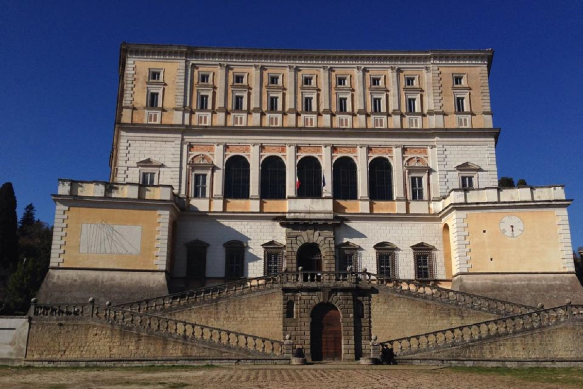 Palazzo Farnese Caprarola storia