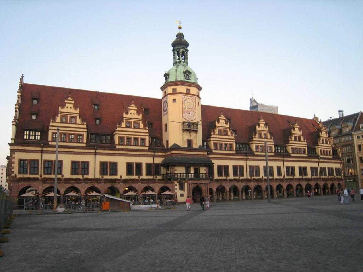 piazza altmarkt dresda