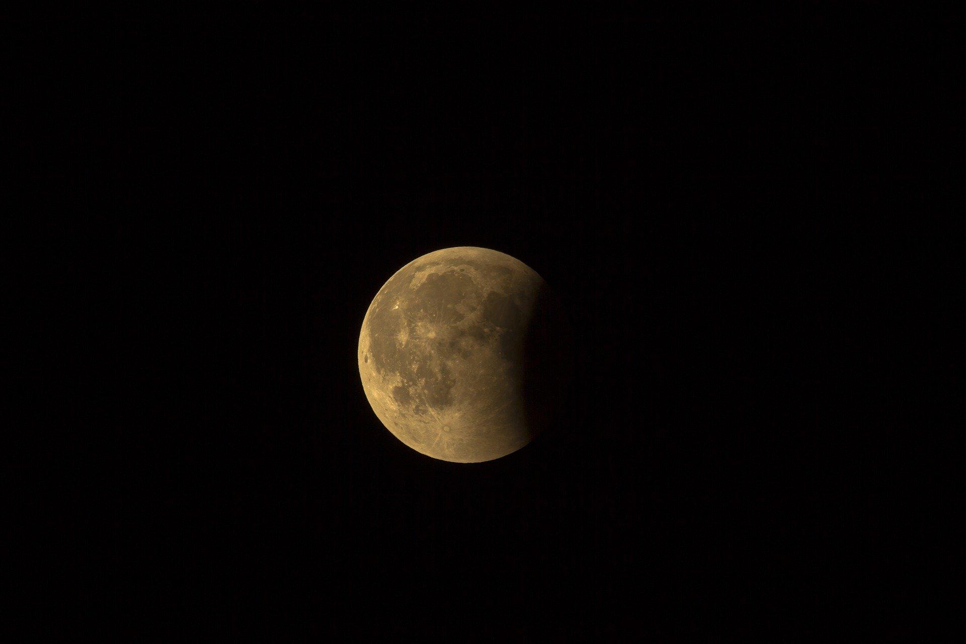 eclissi luna del castoro