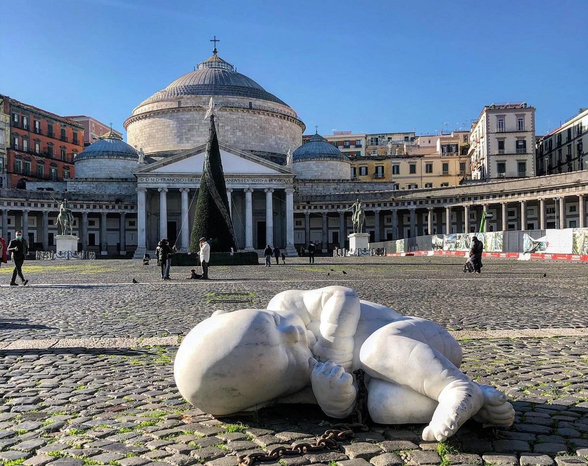 Bambino incompreso piazza Plebiscito