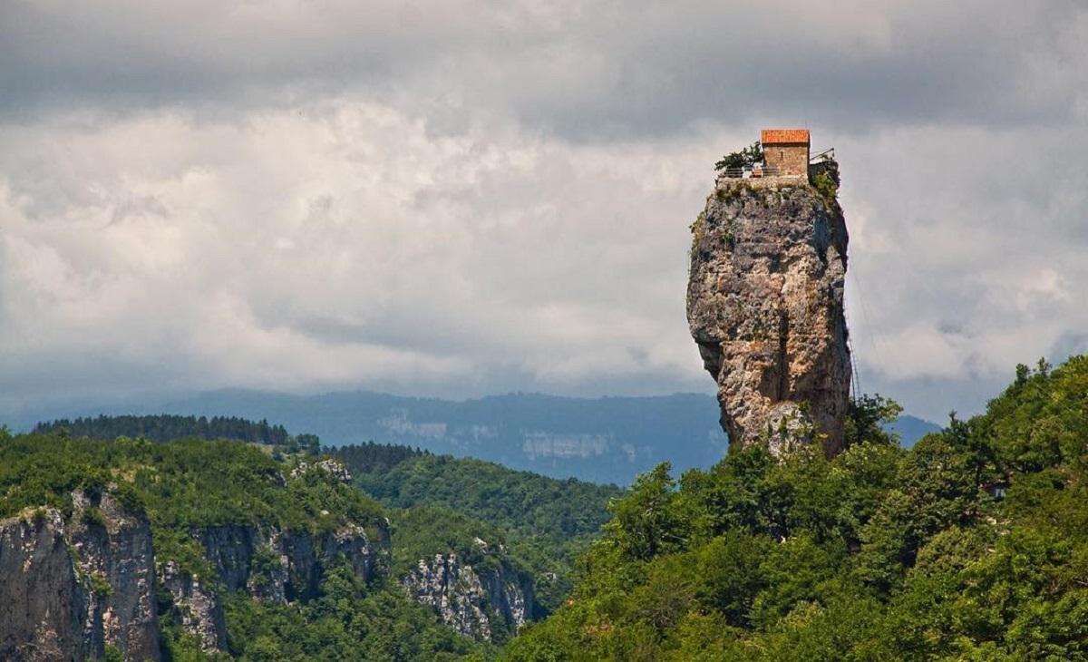 georgia chiesa sulla roccia