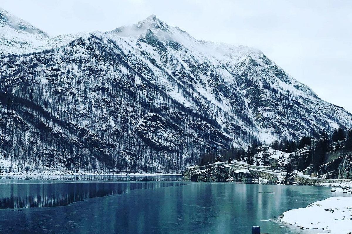 Ceresole Reale lago ghiacciato