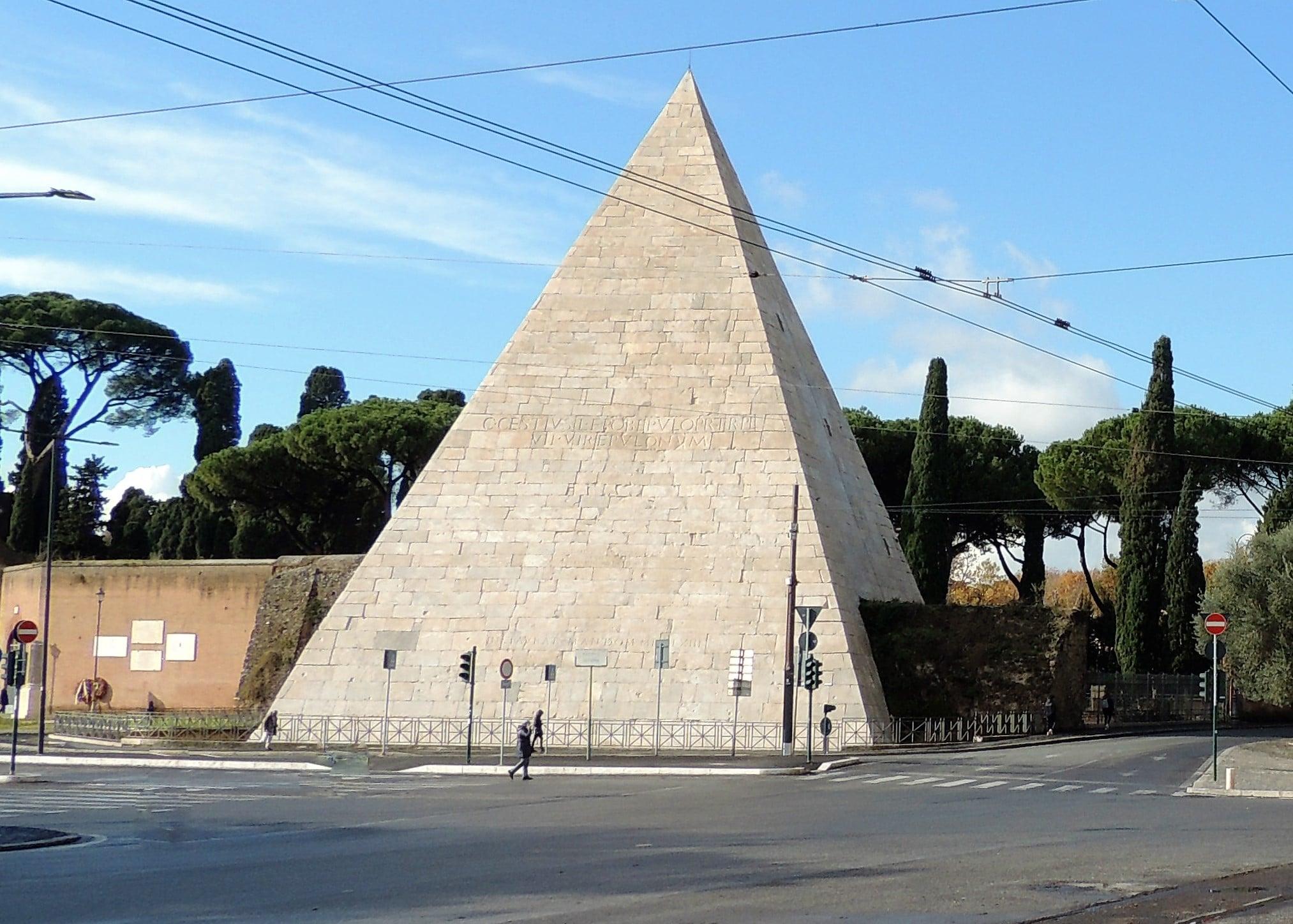 piramide cestia dove si trova