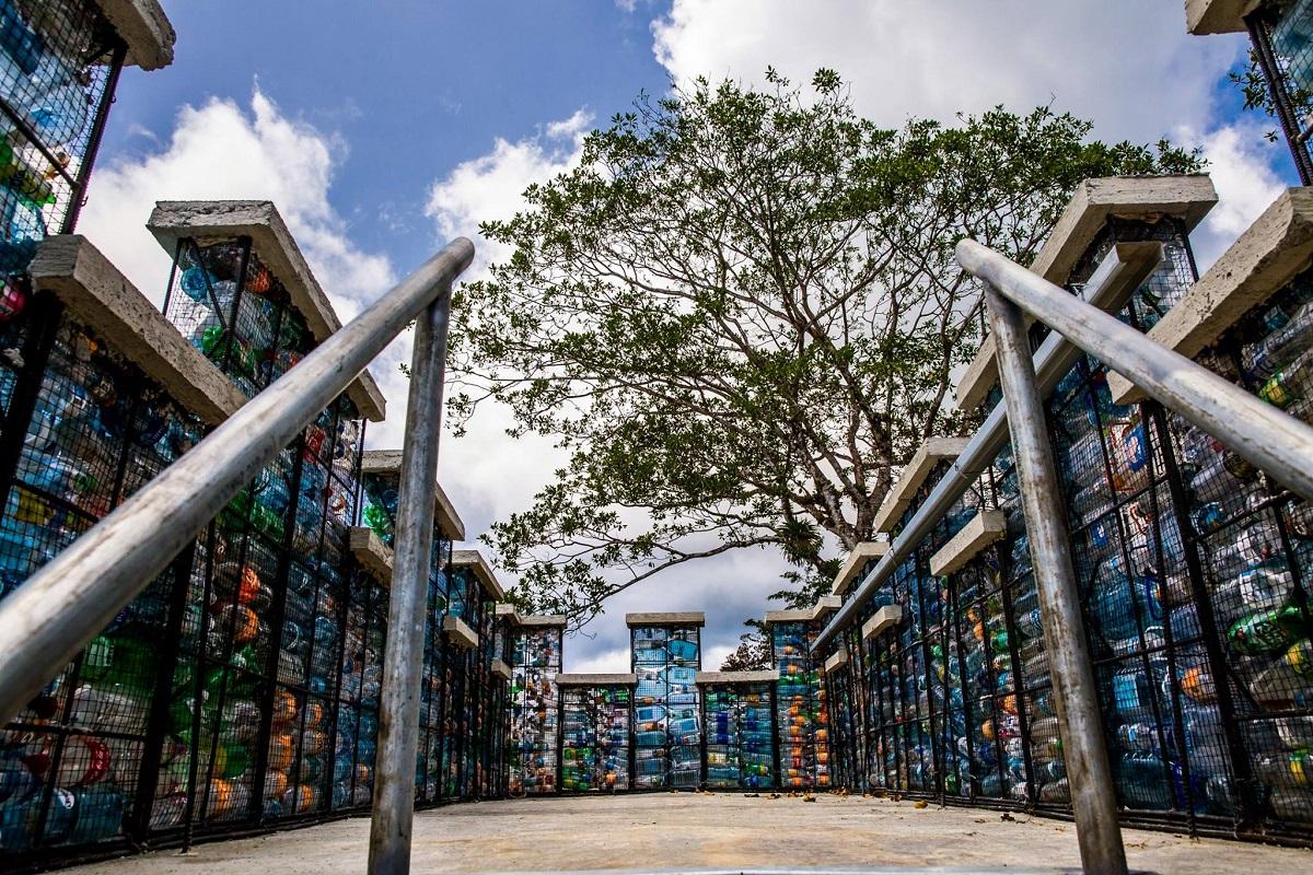 Villaggio bottiglie di plastica Panama