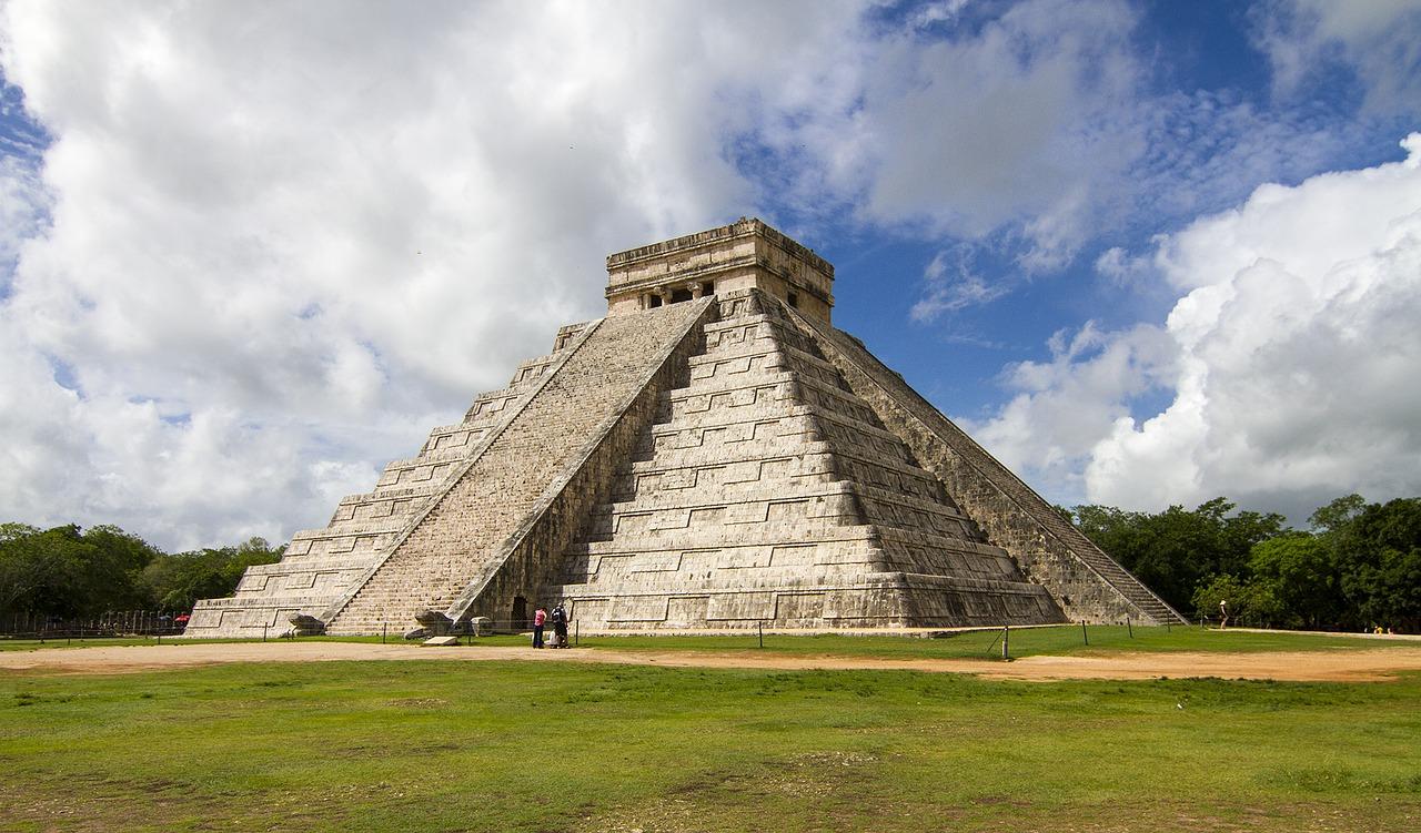 pyramid-3069192_1280
