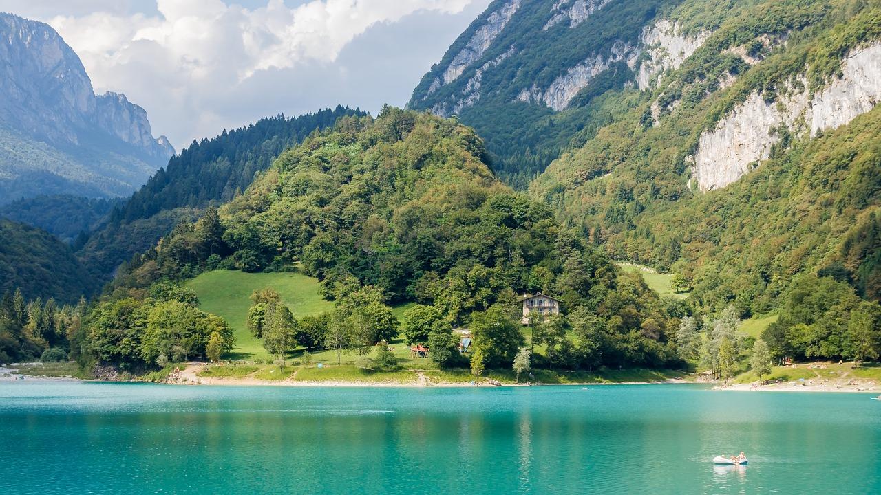 lago di tenno borgo medievale