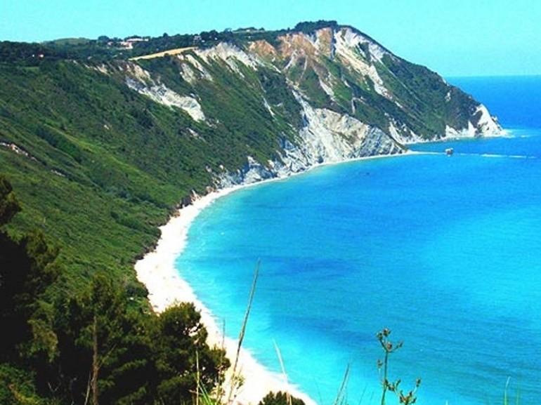 Matrimonio In Spiaggia Nelle Marche : Spiagge più belle delle marche